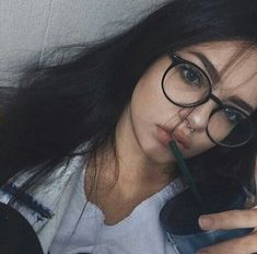 Semi-naked sexy teen girls with glasses Cute Glasses, Girls With Glasses, People With Glasses, Glasses Frames, No Make Up Make Up Look, Fashion Eye Glasses, Selfie Poses, Tumblr Girls, Aesthetic Girl