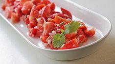 Tomat- og jordbærsalat Bruschetta, Fruit Salad, Vinaigrette, Cake Recipes, Mexican, Ethnic Recipes, Desserts, Food, Cakes