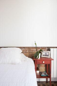 A Modern Renovated Spanish Home with Beautiful Tile Floors Scandinavian Style, Scandinavian Interiors, Patio Interior, Interior Design, Spanish Bedroom, Barcelona Apartment, Simply Home, Spanish House, Bedroom Flooring