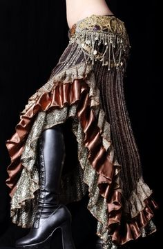 skirt--perfect for a little tribal fusion belly dance. Costume Steampunk, Steampunk Outfits, Mode Steampunk, Steampunk Clothing, Steampunk Fashion, Boho Fashion, Womens Fashion, Steampunk Pirate, Renaissance Clothing