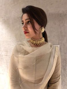 How To Wear Necklaces Ideas Accessories 56 Super Ideas Dress Indian Style, Indian Dresses, Indian Outfits, Indian Attire, Indian Wear, Mehndi, Schmuck Design, Indian Designer Wear, Glamour
