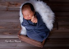 #fineartphotography #babysessions #newborns #parents #newparents #sandiego #sandiegophotographer #dailyparenting #becomingafamily #beingmommy #creative #creatives #photography #photographyislifee #newlife #love #babymine #baby #babygirl #newbornphotography #creativephotography #babyboy #sweetboy