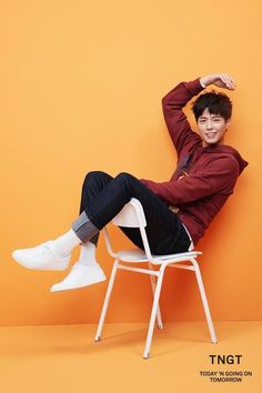 others – star media :: Park Bo Gum :: / page 12 Sitting Pose Reference, Human Poses Reference, Pose Reference Photo, Art Poses, Drawing Poses, Drawing Ideas, Girl Pose, Mode Kawaii, Senior Girl Photography