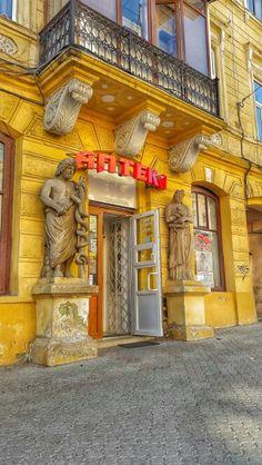 #view #photo #Chernivtsi #Ukraine #photos #sky #cloud #build #sunshine #sun #summer #Чернівці #Україна #фото #архітектура #вулиця #street