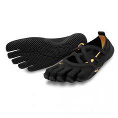 Vibram Fivefingers Alitza Loop Black - Teen SchoenenDe vibram alitza loop in het zwart is een elegante dames schoen voor het alledaags gebruik, geschikt voor recreanten, yoga en binnen gebruik.Met de minimalistische zool en de open schoen is dit een heerlijk model voor in de zomer en binnenshuis, een licht schoentje wat het meeste in de buurt komt van het lopen op bloten voeten maar dan wel met de stimulansen voor de spieren.The simple beauty of Alitza Loop offers the perfect solution for…
