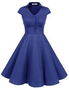 Tolles Retro Kleid mit V-Ausschnitt und Cap Ärmeln. Das Vintage Kleid im 1950er Jahre Stil ist knielang und bezaubert durch den ausgestellten Faltenrock. Perfekt für Rockabilly Fans! Es ist klassisch geschnitten, gut verarbeitet und bietet einen angenehmen Tragekomfort. Perfekt für eine 50er Jahre Party, Hochzeit, Abendkleid, als Brautjungfernkleid oder als Büro Outfit. Das 50er Jahre Cocktailkleid gibt es in verschiedenen Farben bei Amazon | *werbung Retro Outfits, Cute Outfits, Chica Anime Manga, Work Fashion, Fashion Design, Vintage Mode, Rockabilly Fashion, The Dress, Special Occasion Dresses