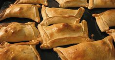 Empanadas come in myriad regional variations – with different doughs, fillings, and cooking methods. Here we dive into some of the delicious empanadas Latin America has to offer. Pisco Sour, Chilean Wine, Chilean Food, Venezuelan Food, Baked Empanadas, Recipe Makeovers, Do It Yourself Food, Chilean Recipes, Good Food