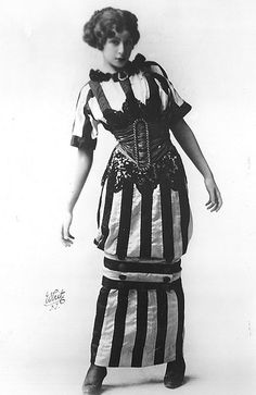 Fanny Brice, vaudeville queen. Such an amazing dress