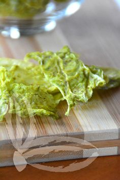 Chips di cavolo verza ai pistacchi Raw Vegan, Raw Food Recipes, Finger Foods, Buffet, Tacos, Chips, Gluten Free, Vegetables, Eat