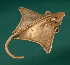 Veraguas stingray bell pendant ~ Gold | 400 - 1550 AD ||| {GPA}