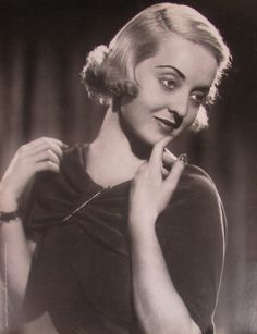 Fotografia - Bette Davis - encarte da filmografia Folha de S.Paulo - 30 X 23 cm