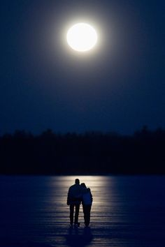 Credit: Fred Thornhill/Reuters A couple skate under a full moon on Pigeon Lake near Bobcayeon, Ontario SUPER MOON Just for Lovers! Over The Moon, Stars And Moon, Moon Dance, Shoot The Moon, Moon Pictures, Moon Magic, Beautiful Moon, Moon Lovers, Super Moon