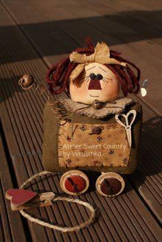Atelier Sweet Country: I miei cartamodelli . Primitive Doll Patterns, Primitive Crafts, Raggedy Ann And Andy, Country Crafts, Soft Dolls, Stuffed Toys Patterns, Chiffon, Fabric Dolls, Pin Cushions