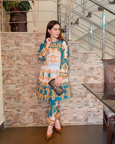 Simple Pakistani Dresses, Pakistani Fashion Casual, Pakistani Models, Pakistani Dress Design, Pakistani Outfits, Indian Dresses, Indian Fashion, Pakistani Actress, Pakistani Kurta