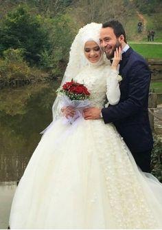 Photography Poses Hijab Wedding Dresses New Ideas Bridal Hijab, Muslim Wedding Dresses, Pink Wedding Dresses, Wedding Pics, Wedding Couples, Lace Wedding, Couple Photography Poses, Wedding Photography, Food Photography