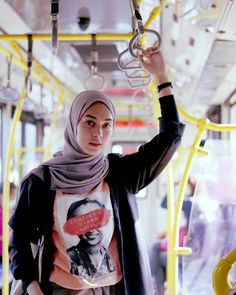 Contemporary Hijaber Makes Smile - Turki Hijab Modest Fashion Hijab, Modern Hijab Fashion, Casual Hijab Outfit, Hijab Fashion Inspiration, Ootd Hijab, Hijab Chic, Girl Hijab, Muslim Fashion, Fashion Outfits