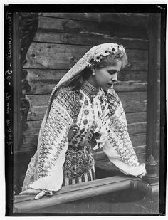 Beautiful photo of traditional Romanian folk dress - Marie Alexandra Victoria of Edinburgh (Queen Maria of Romania) Folk Costume, Costumes, Romanian Royal Family, Casa Real, Folk Fashion, Queen Mary, Royal Jewels, Ferdinand, Queen Victoria