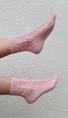 Ravelry: Double Lattice Socks pattern by Grace Quade - Home & DIY Lace Socks, Wool Socks, Knitting Socks, Hand Knitting, Laine Rowan, Ravelry, Reading Socks, Bed Socks, Mittens Pattern