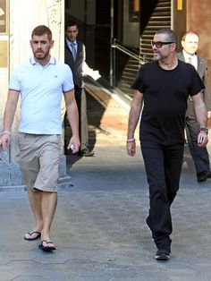 George Michael Photos Photos - George Michael spends an afternoon touring Barcelona with his new boyfriend after performing the night before. - George Michael in Barcelona
