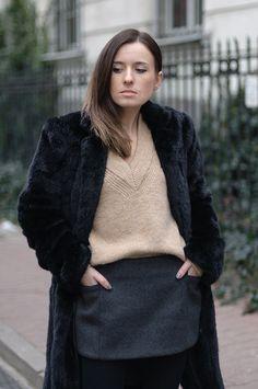 Style On: Street style: Czarne futro i kaszmirowa spódnica