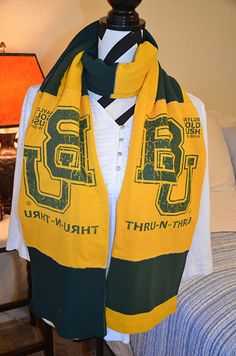 Baylor University recycled T-shirt scarf. // This definitely looks like a DIY!