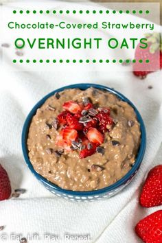 Chocolate Covered Strawberry Overnight Oats - Eat. Lift. Play. Repeat. | An easy and healthy breakfast recipe that you make the night before. Busy morning ahead? Make these overnight oats so you can eat a clean eating breakfast on the go! Pin now to make later this week.