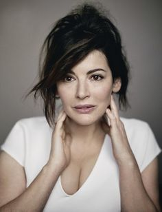 Nigella Lawson - love her no fuss cooking style, joy for cooking AND eating! Cooking Show Hosts, Fun Cooking, Nigella Lawson Age, Kate Winslet Oscar, Tv Chefs, Cookery Books, Vogue Uk, Portraits, Domestic Goddess