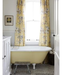 Sarah_Richardson_Designs_Bathroom_Yellow_Gray