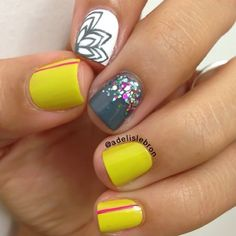 Nail Art - Yellow, Grey and White. Floral and glitter. Nail art by adelislebron