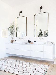 Spiegels in de badkamer