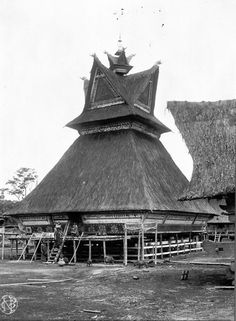 Batak Karo House - North Sumatra Asian Architecture, Vernacular Architecture, Architecture Details, Natural Structures, Dutch East Indies, Beautiful Castles, Beautiful Places To Visit, Model Homes, Traditional House