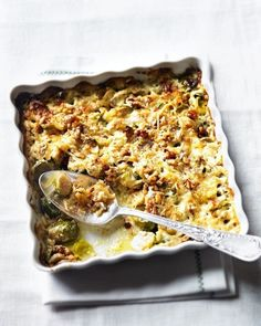 Creamy brussels sprout gratin with walnuts yummy Recipe for Christmas and New Year Cake Sprout Recipes, Veggie Recipes, Dinner Recipes, Yummy Recipes, Free Recipes, Chicken Recipes, Vegetarian Cooking, Vegetarian Recipes, Cooking Recipes