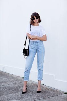 | outfit idea - minimal capsule wardrobe - wear black - project 33 - dream wardrobe 25 - white shirt and light wash denim