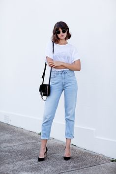   outfit idea - minimal capsule wardrobe - wear black - project 33 - dream wardrobe 25 - white shirt and light wash denim