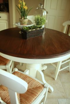 36 Ideas kitchen table oak benches for 2019 Kitchen Table Chairs, Kitchen Table Makeover, Dining Table, Dining Rooms, Rustic Kitchen, Kitchen Decor, Refurbished Table, Circle Table, Kitchen Island With Seating