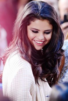 Image about girl in Selena Gomez❤❤❤❤❤❤❤❤ by Selena Gomez Fashion, Selena Gomez Fotos, Selena Gomez Cute, Selena Gomez Pictures, Selena Gomez Style, Selena Pics, Selena Gomz, Alex Russo, Beautiful Smile