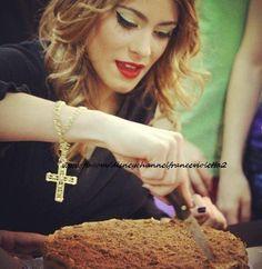 Martina a son anniversaire et avec son délicieux gâteau