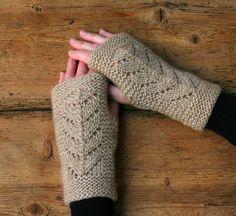 Strik til dig Archives - susanne-gustafsson. Crochet Gloves Pattern, Knit Crochet, Knitting Patterns, Crochet Patterns, Fingerless Mittens, Knit Mittens, Mitten Gloves, Wrist Warmers, Bindi