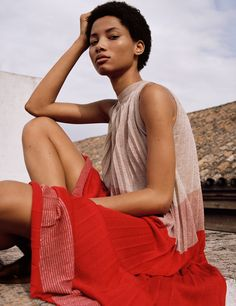 Spring shades for Woman Lineisy Montero, Shades For Women, Cool Outfits, Fashion Outfits, Women's Fashion, Spanish Fashion, Pleated Fabric, Mode Editorials, Fashion Editorials
