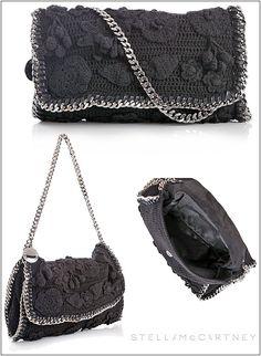 Uma linda bolsa de crochê da estilista Stela McCarthney. Tem esquema.  Espero que gostem.           Bolsa no desfile da estilista/crocheteir...