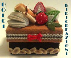 scatolina decorata con frutta e dolcetti di pannolenci