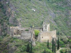 Les Quatre Châteaux de Lastours, héliportage sur le donjon de Cabaret