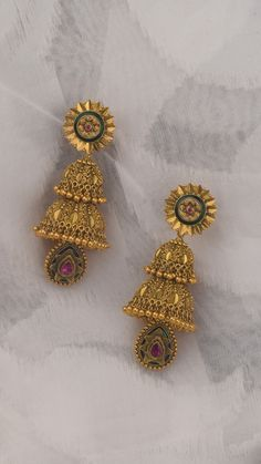 Price For Gold Jewelry Gold Jhumka Earrings, Indian Jewelry Earrings, Jewelry Design Earrings, Gold Earrings Designs, Gold Jewellery Design, Designer Earrings, Gold Designs, Antique Jewellery, Diamond Jewellery
