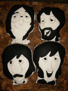 """""""Los Beatles"""" Almofadas em algodão cru e feltro."""