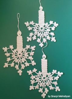 crafts to sell Pink Christmas Ornaments, Farmhouse Christmas Ornaments, Christmas Crafts For Gifts, Christmas Snowflakes, Handmade Christmas, Decoration Christmas, Crochet Snowflake Pattern, Crochet Snowflakes, Crochet Lace