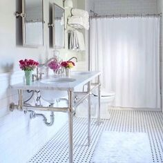 So fresh and so clean is the only way we can describe the bathroom of @wynnandroo featuring our Kensington Mirror.  Makes us want to book a spa day immediately for the new year! #mypotterybarn #bathtime #white #bathdesign #design #interiordesign