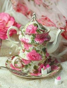 Having coffee or tea in style! Cabbage Rose Tea Set for One.