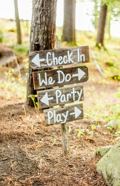 DIY wooden wedding sign: http://www.stylemepretty.com/2014/12/04/rustic-summer-wedding-at-migis-lodge/ | Photography: Justin & Mary - http://justinmarantz.com/