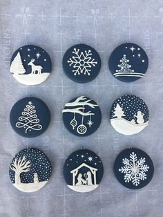 Blue and Whitie Christmas Ornaments Vintage Christmas Ornaments 1950s, Clay Christmas Decorations, Christmas Ornament Crafts, Clay Ornaments, Holiday Crafts, Handpainted Christmas Ornaments, Painted Ornaments, Christmas Rock, Christmas Poster