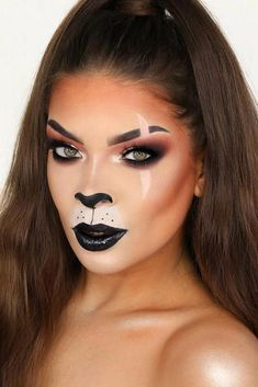 Scar Lion King Halloween Makeup ★ It's time to get inspired by Halloween makeup! Easy and creepy ideas are here: from cute princess and unicorn to scary vampire, doll, and mermaid looks. Beautiful Halloween Makeup, Halloween Makeup Clown, Halloween Makeup Looks, Scary Halloween, Scar Halloween Costume, Doll Make Up Halloween, Pretty Halloween, Lion Makeup, Scar Makeup